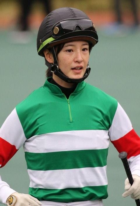 【競馬】藤田菜七子ちゃんのキャロの勝負服似合いすぎwwww【画像】