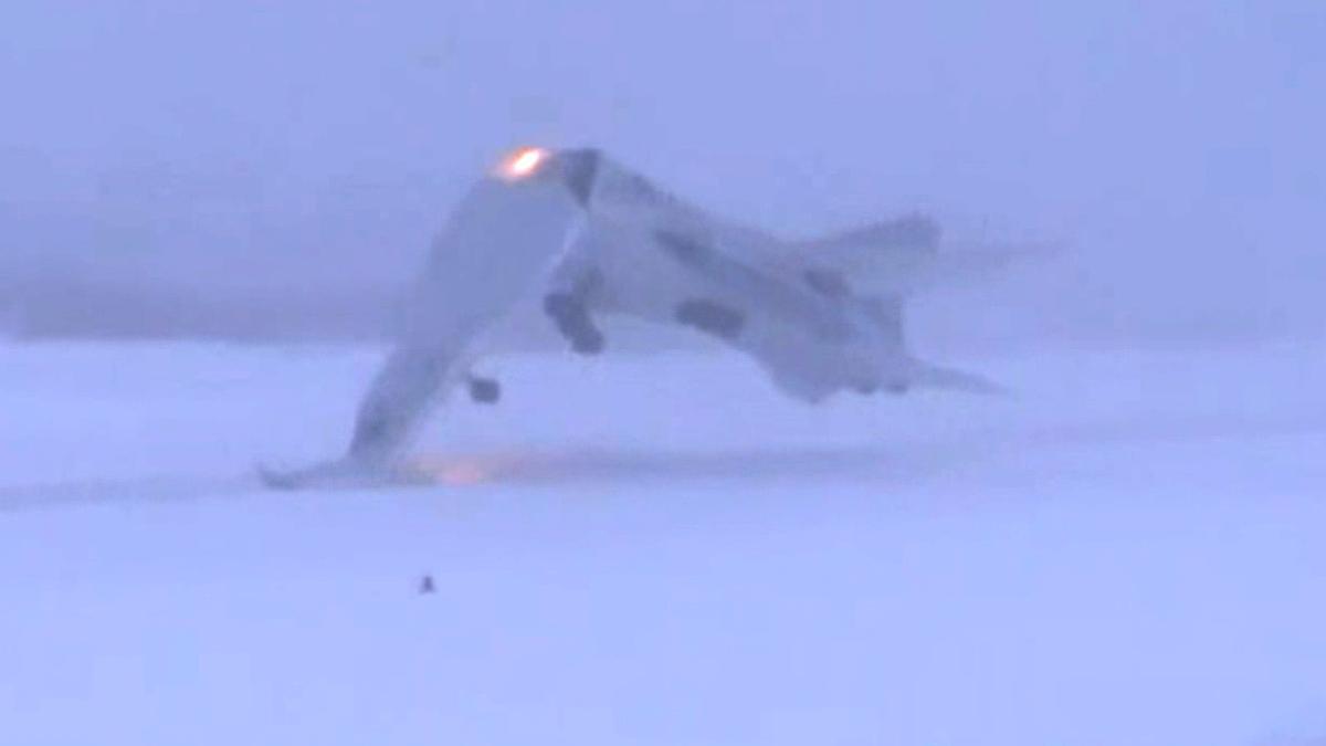 ロシア機真っ二つ Tu-22Mが着陸失敗