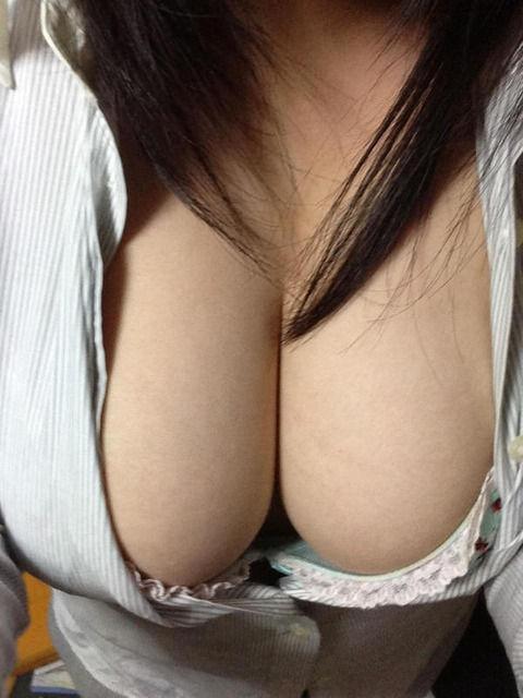 巨乳の彼女脱がせたら陥没乳首で草・・・・草・・草・・・・。(画像あり)