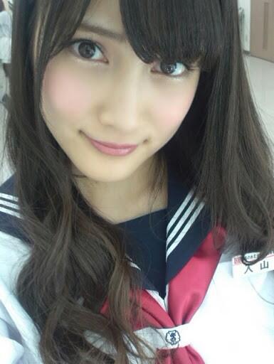 【画像】AKB48入山杏奈がツイッターでヤンジャングラビア写真のオフショットを投稿し話題!胸の谷間があらわになったビキニ姿がセクシーすぎてファン大興奮!