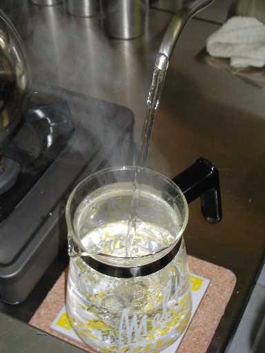 【話題】お湯を飲むだけ!「白湯」が健康に良いのは本当か