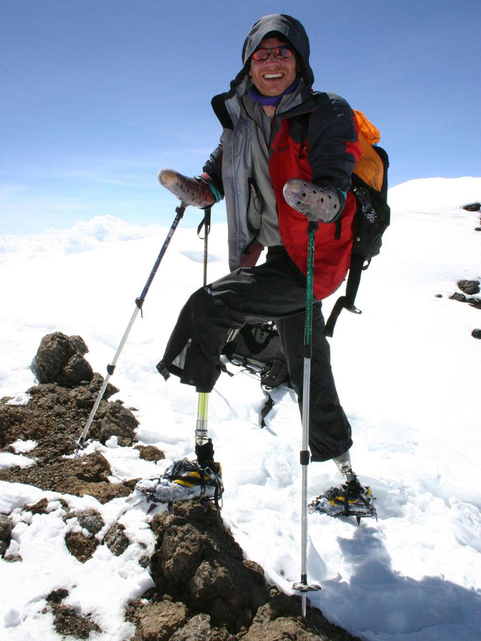 四肢切断の登山家がマッターホルン登頂に成功