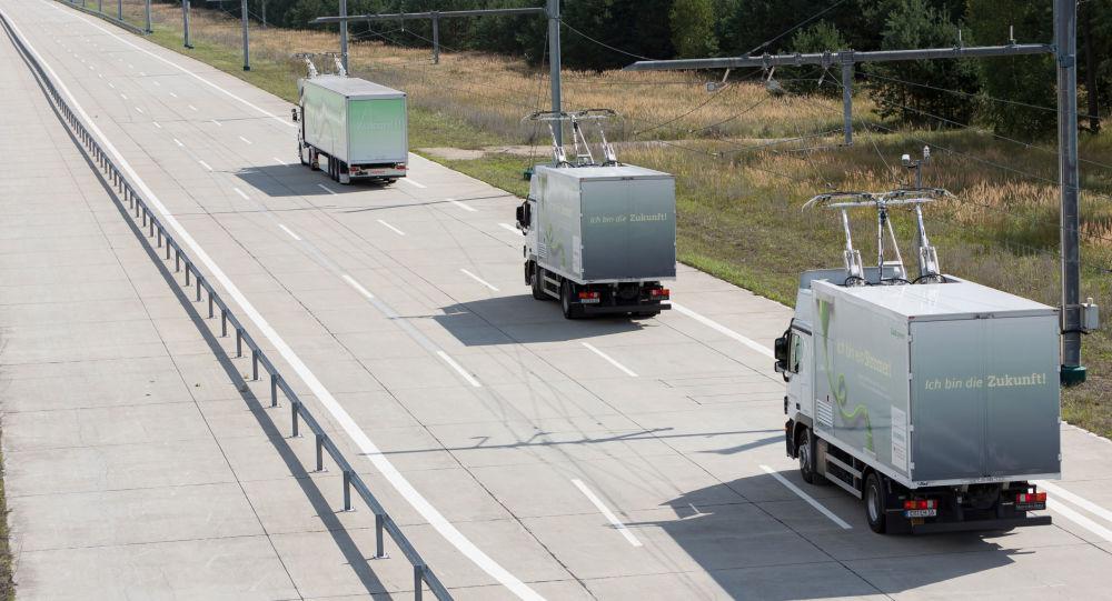 【アメリカ】ロサンゼルスに電気自動車が走行中に充電可能な「お前らが思ってる以上にこれじゃない」道路が完成