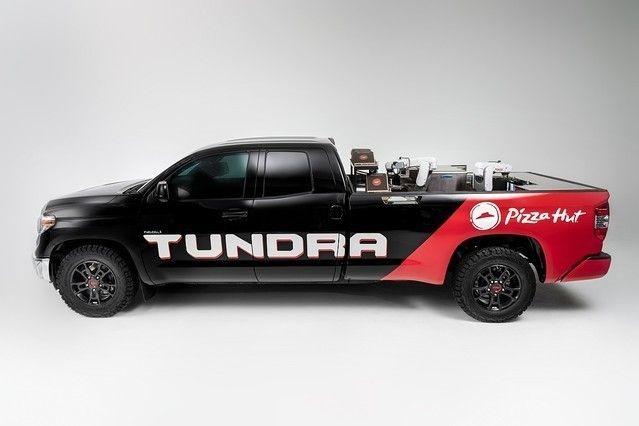 【画像】 ピザハット「ピザを焼きながら配達するトラックを開発したぞ」