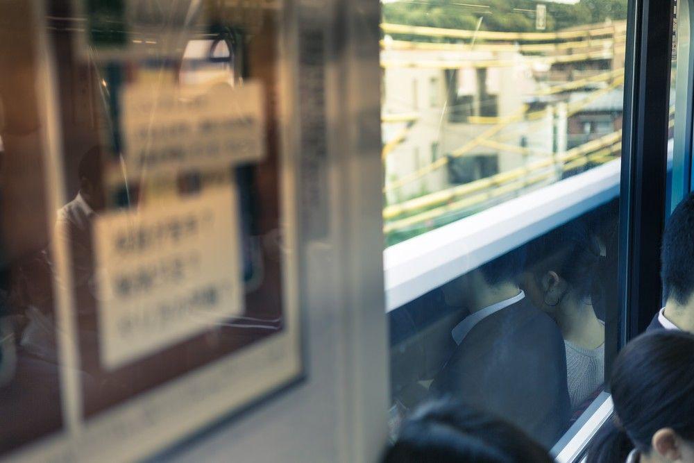電車で座ると何故か両隣が空く奴wwwwwwwwwwwwwwww