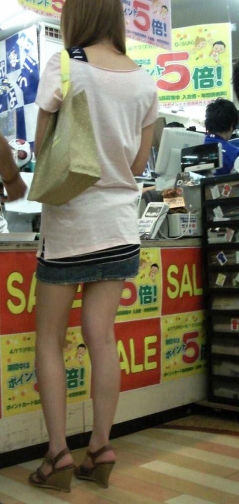 ミニスカートとかいう衣類wwwwwwwwwwww(画像大量)