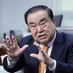 天皇謝罪を要求した文喜相、日本に「特使団送るから対話しよう」=韓国の反応