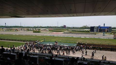 【日本ダービー】競馬場で開催してる松井珠理奈さんのトークショーがガラガラwwww