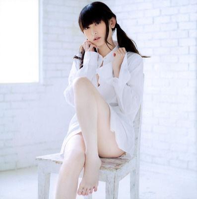 田村ゆかりちゃんの綺麗な生足wwwwwwwwwwww
