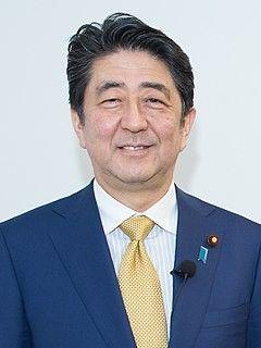 【朝日新聞】ジョギング中の男性が散歩中の安倍首相に「改憲しないで」と声かけたら無視されました