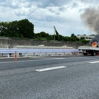 【火事】首都高湾岸線で車両火災!「トラックめっちゃ燃えててびっくりした」