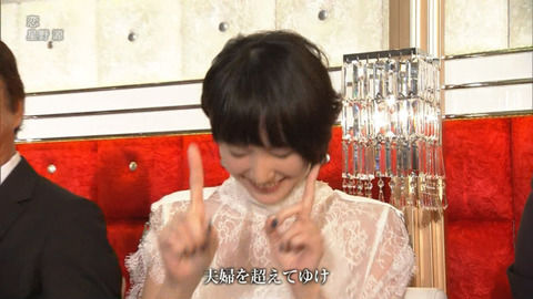 【神GIF・画像あり】ガッキーこと新垣結衣が照れながら紅白歌合戦でフリを踊るラスト「恋ダンス」が可愛すぎる!これで正真正銘見納めへ・・