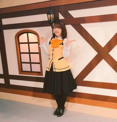 【画像】声優の内田真礼さん、膝から下が短い