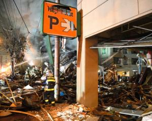 札幌の飲食店付近で爆発 建物倒壊・炎上、41人けが