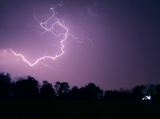 雷ってなんで怖く感じるんだろうな