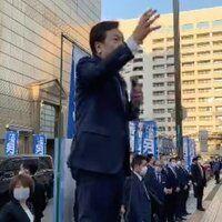 【炎上】立憲民主党の枝野さん、点字ブロックの上で街頭演説 市民からぼろくそに叩かれる