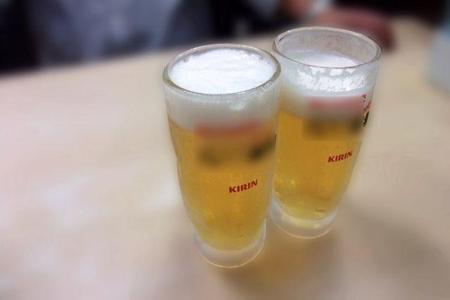 上司「全員ビールね。あと刺身盛り合わせ」 新入社員俺「上司さんwwwビールに刺身とか悪趣味っすよwwwwwwwwww」→