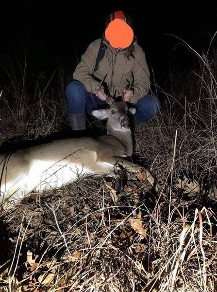 マッチングアプリ、違法鹿狩りガールと猟区管理人を引き合わせてしまう