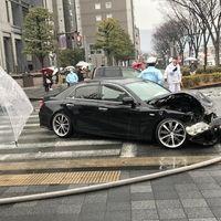 【事故】京都市役所前 河原町御池交差点付近で乗用車4台が絡む事故 渋滞