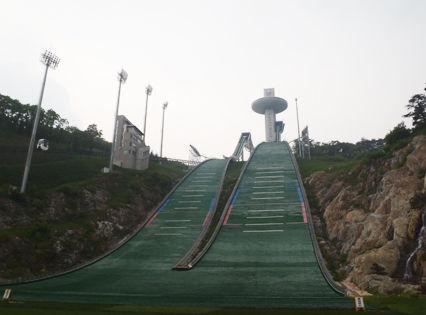 平昌五輪で このジャンプ台使うのかいな 危なそうなんだけど