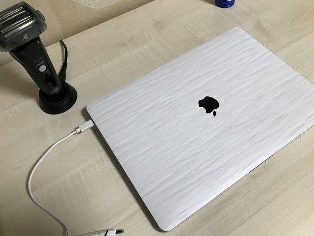 俺氏のMacBookにスキンシール貼ったらダサくなってワロタwww(画像あり)