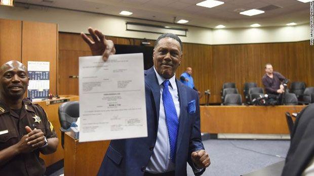 殺人の濡れ衣を着せられた男性 45年ぶりに自由の身になり1億6400万円の補償金を得る