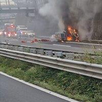 【火事】関越自動車道 練馬出口手前でトラックが横転炎上! 現場は渋滞