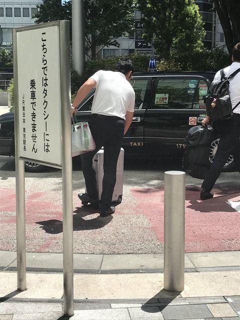 【悲報】阪神の選手がタクシーを降車専用場所から乗っているところをツイッター民に激写され炎上してしまう・・・