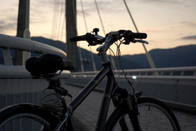 俺「自転車のライト点けろよ」バカ「点けなくても見えるしw」←これwwwwwww