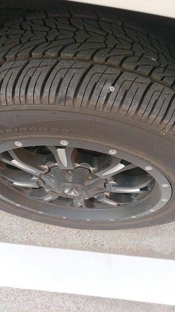 俺の車に釘さしたやつ出てこいよwww(※画像あり)