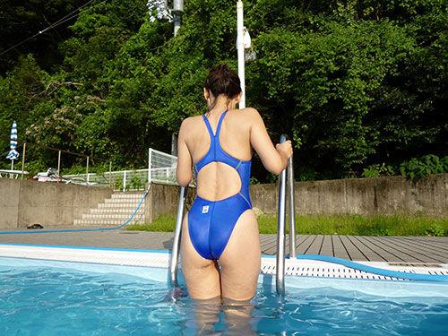 3次元 競泳水着がぴっちり食い込むお姉さんエロ画像 32枚