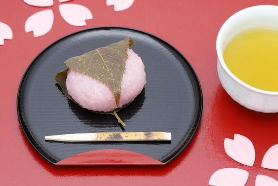 桜餅の葉っぱ、全国和菓子協会の見解は「食べないことを推奨」