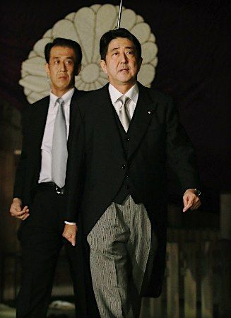 安倍総裁とSP 護衛