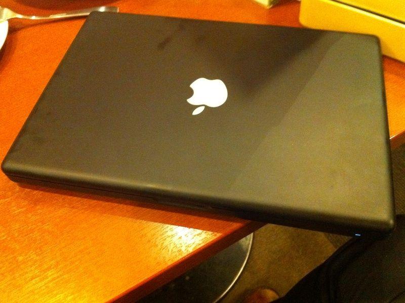 黒いMacBookの危険な姿