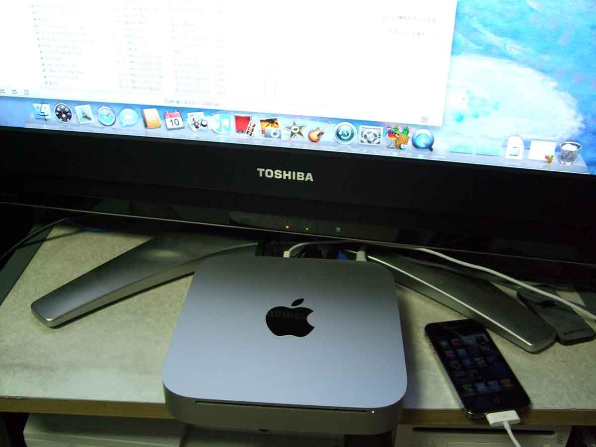 Mac min i(Alminium)←最新モデルをTV(REGZA)に接続!音がデジタルスルーでアンプに入るぜの巻