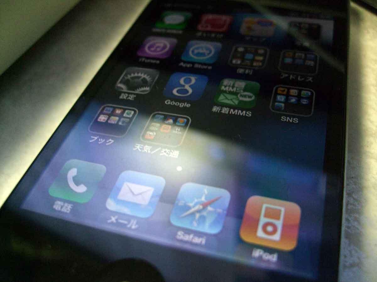 iPhone4 保護フィルムなしで使ってます。