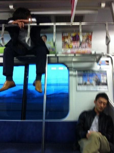 【画像】電車に新しい「ワープ使い」が現るwwww