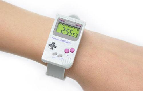 【欲しい】任天堂公式から、ゲームボーイ型腕時計が発売!これ付けて外に出たら最高に目立つぞwwwww