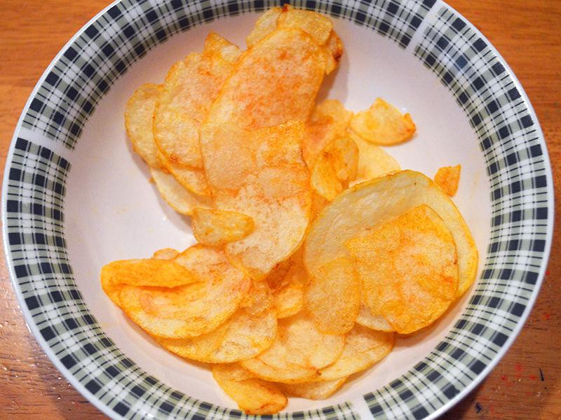 想像以上に絶品! タバスコをポテトチップの袋に入れて全力で振ると激しくウマくなることが判明!