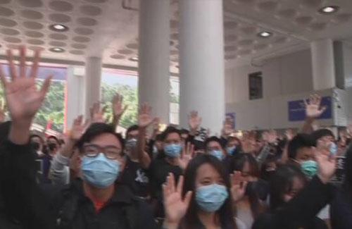 【天安門再び】香港デモで初の死者 警察の強制排除中に建物から転落