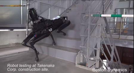 竹中工務店、「メタルギア」みたいなロボットを工事現場に投入wwww