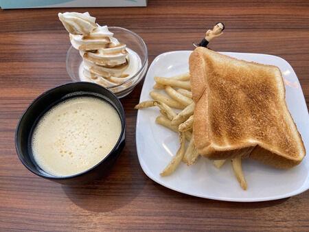 【画像】快活CLUBさん、このレベルの朝食がガチで無料で食えるwwwww