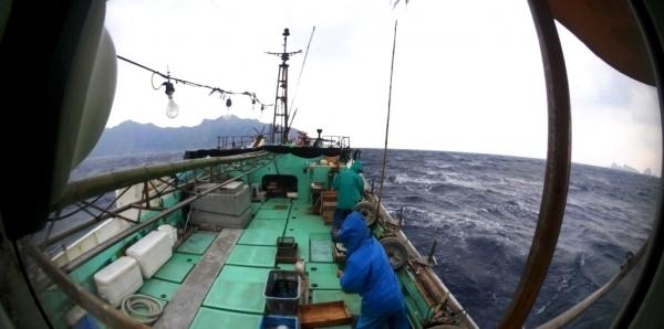 西日本新聞20180213尖閣漁船佐佐木貴文