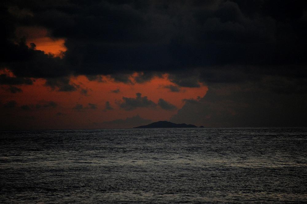 領土室ギャラリー魚釣島薄暮縮