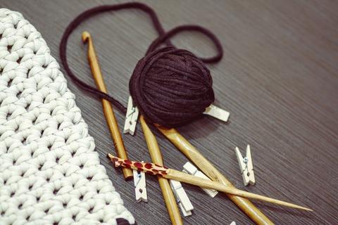 crocheting-1479210_1920