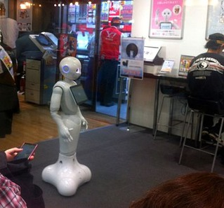 Pepper_humanoid_robot_-_Japan_-_August_2014_[2]