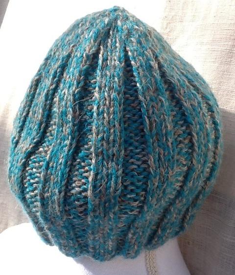トルコ石色の混じった可愛いアルパカ100%の帽子