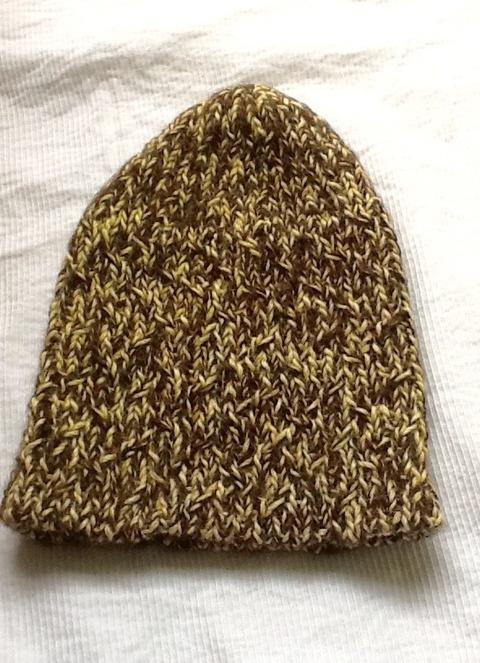アルパカ100%のキハダ染めの黄色が可愛い帽子
