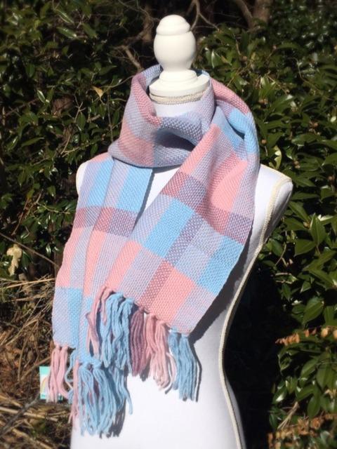 ピンクと水色のチェック柄ウール100%マフラー