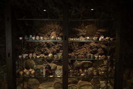 陶器棚正面